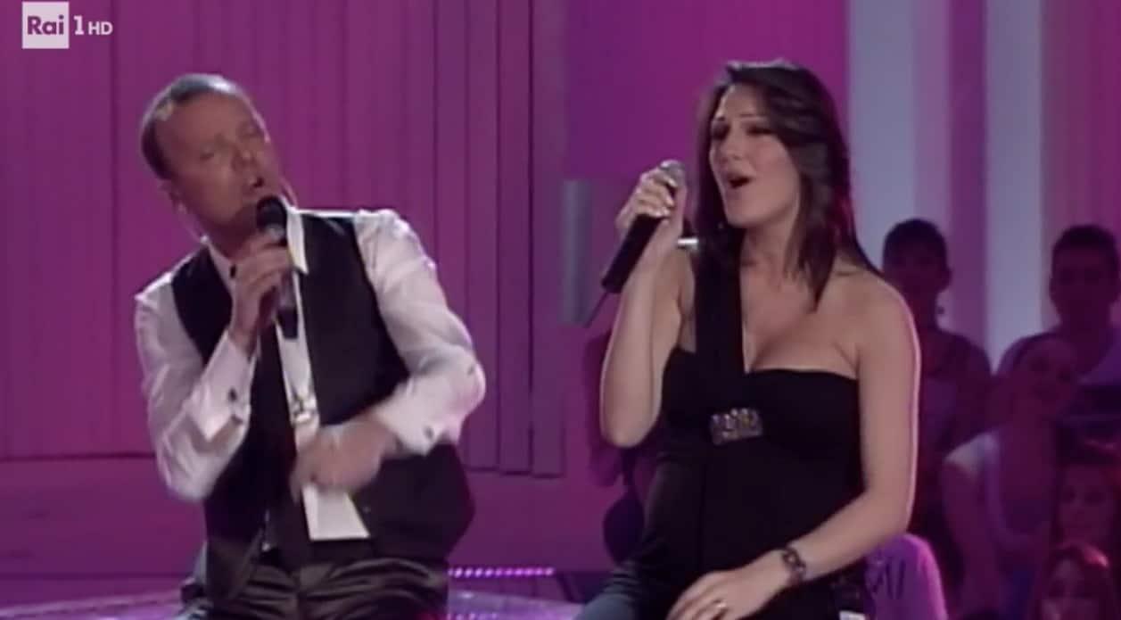 Anna Tatangelo col pancione accanto a Gigi D'Alessio ma è solo una replica (Foto)