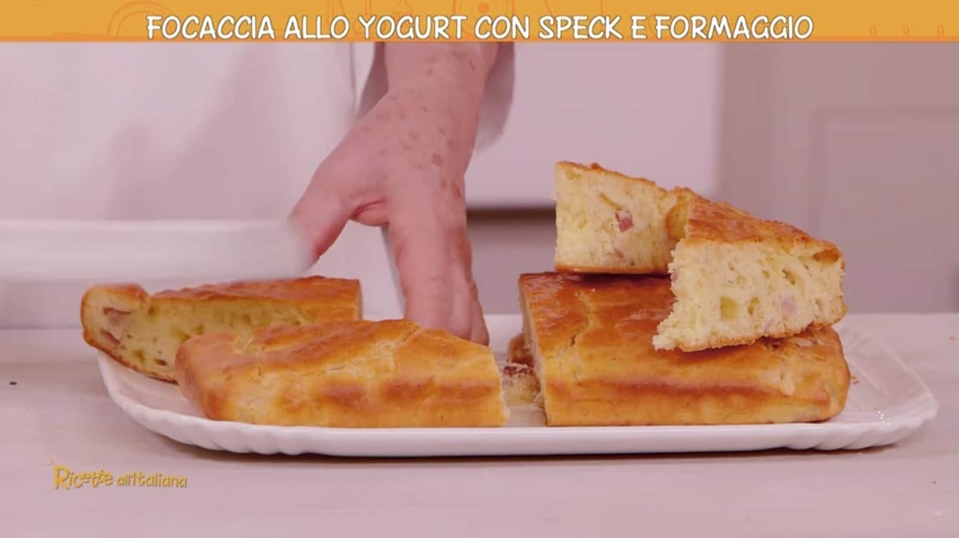 Focaccia allo yogurt con speck e formaggio di Anna Moroni: Ricette all'italiana
