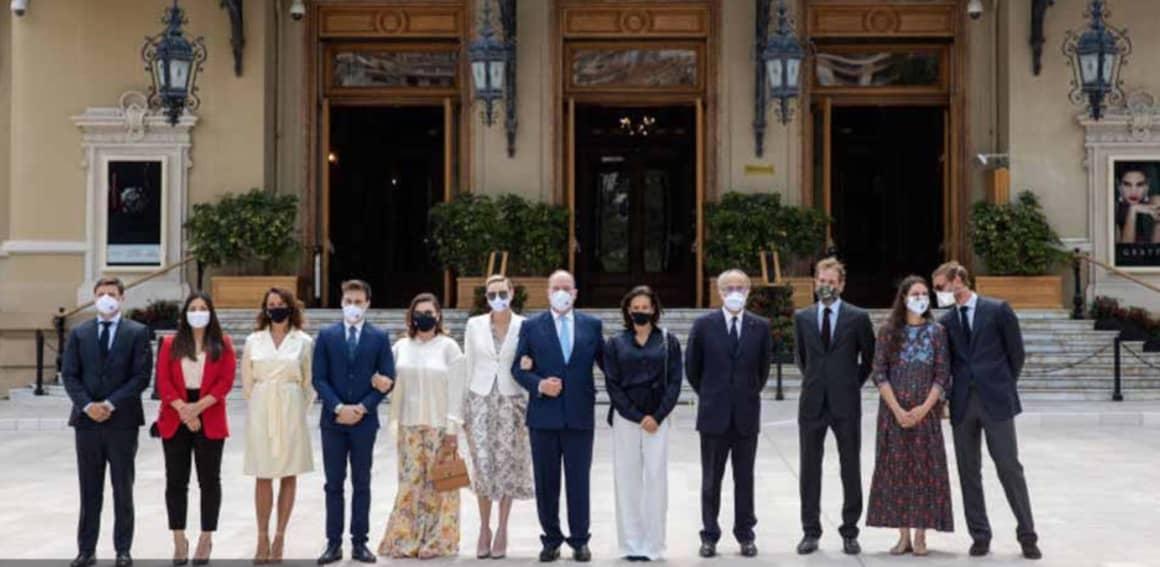 Charlene e Alberto di Monaco con la famiglia reale, tutti con la mascherina per ripartire (Foto)