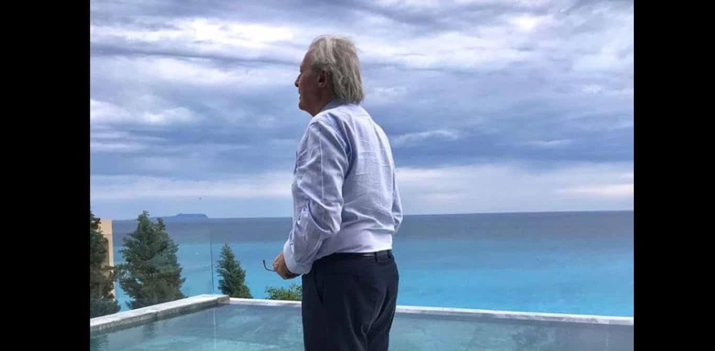 Vittorio Sgarbi ha rischiato di annegare, salvato dalla figlia mostra il video