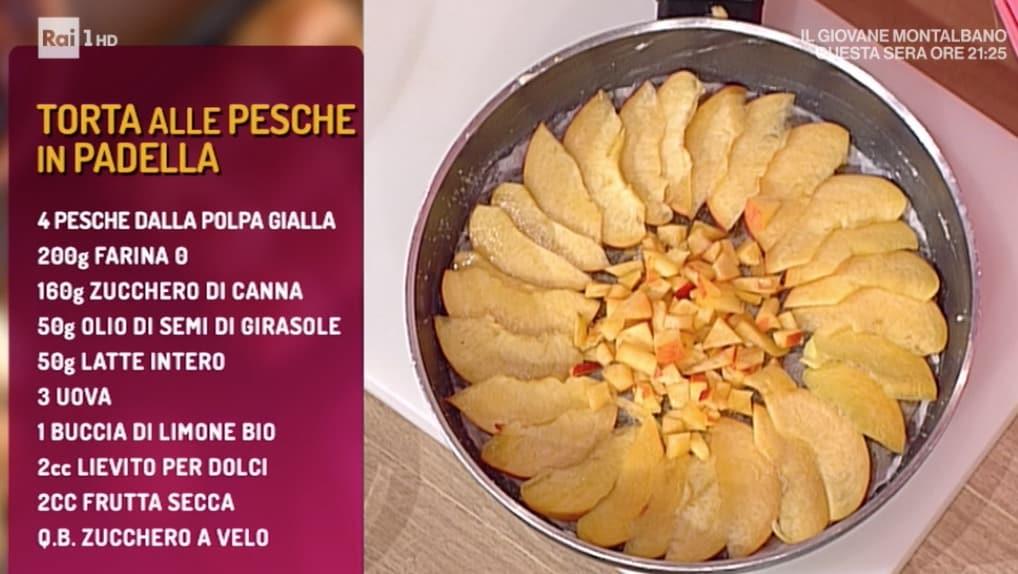 La torta alle pesche in padella di Natalia Cattelani, la ricetta La prova del cuoco di oggi