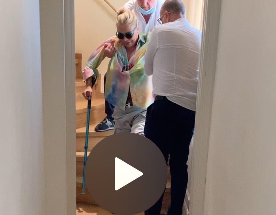 Il marito di Mara Venier mostra tutta la fatica della conduttrice dopo l'incidente (Foto e Video)