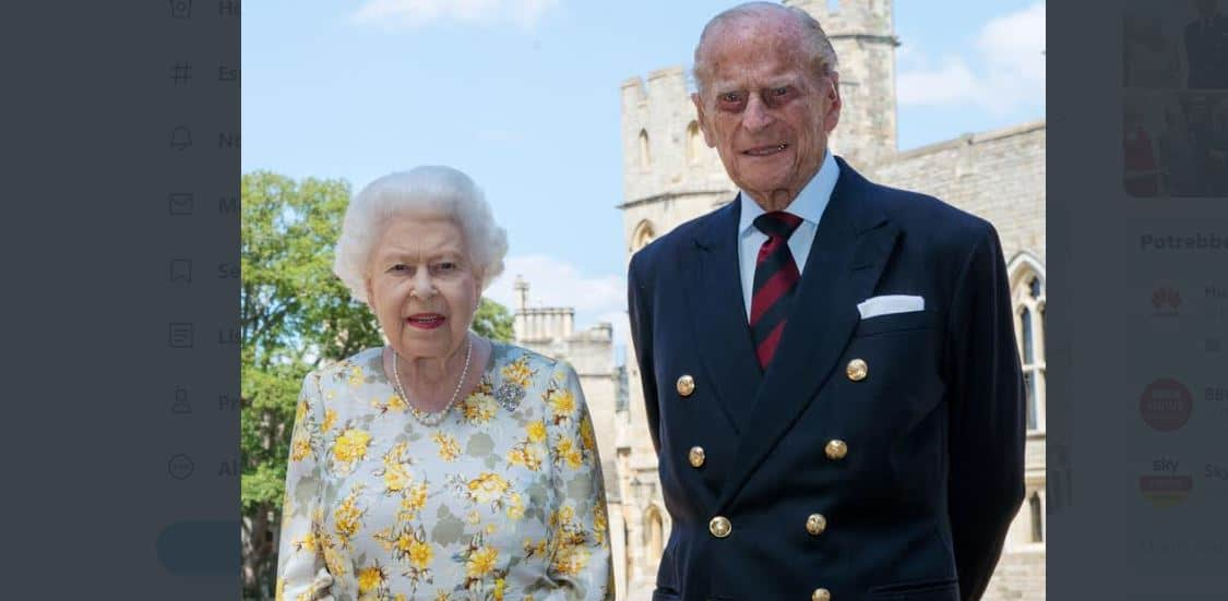 Per i 99 anni del principe Filippo arriva la nuova foto con la Regina Elisabetta