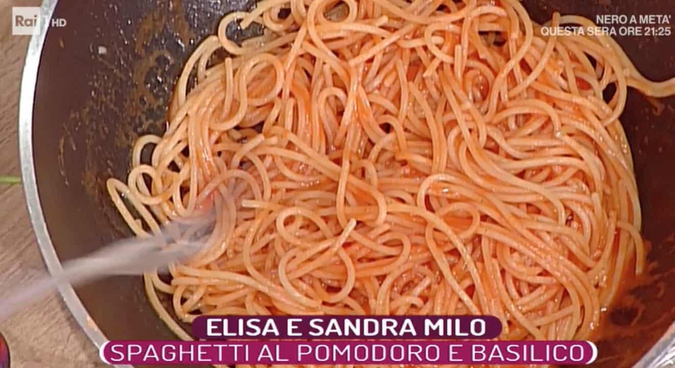 La ricetta degli spaghetti al pomodoro di Elisa Isoardi