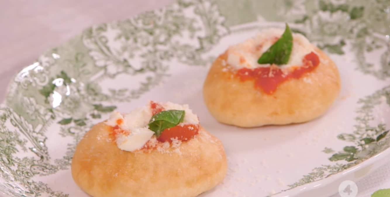 Le pizzelle fritte di Anna Moroni per Ricette all'italiana