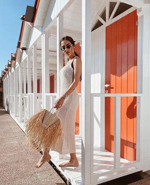 Costanza Caracciolo e Giulia De Lellis insieme in spiaggia inizia la loro estate in costume (Foto)