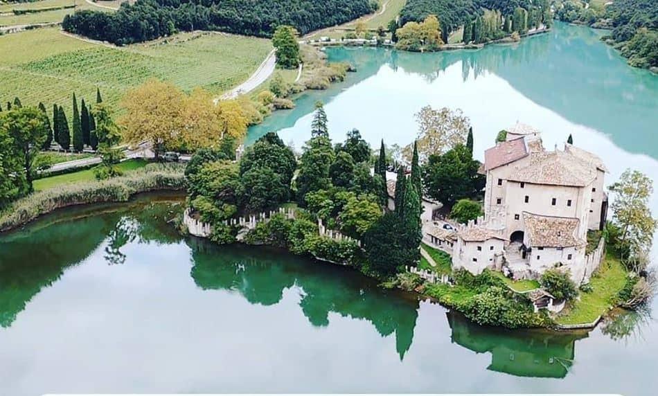 Luoghi magici in Italia: alla scoperta del Trentino con Castel Toblino