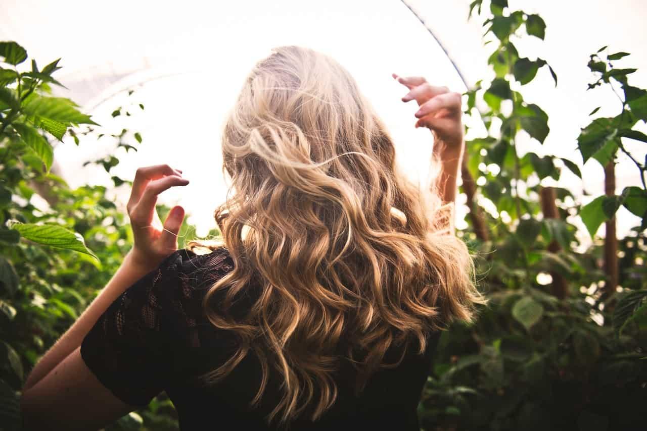 Usiamo l'olio di cocco per i nostri capelli e li avremo belli e lucenti