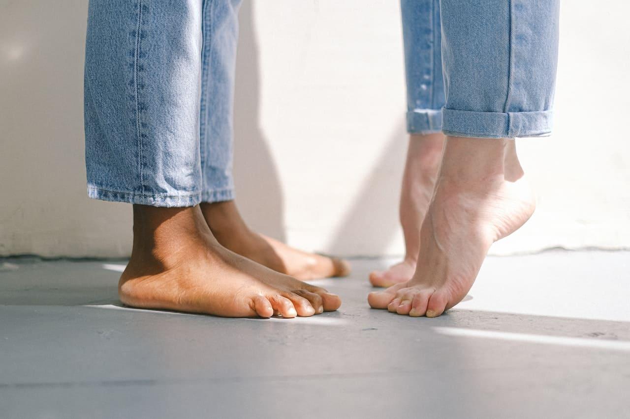 Curiamo le unghie fragili dei piedi, attenzione anche alle vitamine