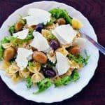 Farfalle con ricotta, rucola e olive: una ricetta perfetta per l'estate