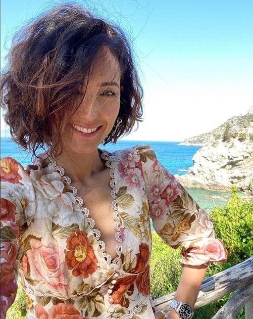 Caterina Balivo prepara il gelato nella casa al mare e poi festeggia per la sua squadra (Foto)