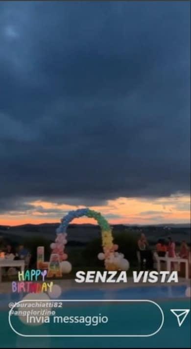 Per il compleanno di Laura Chiatti una festa arcobaleno organizzata in una tenuta (Foto)