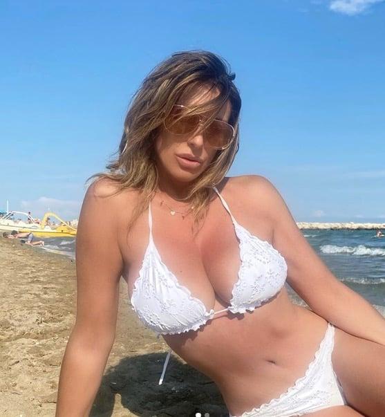 Sabrina Salerno in bikini è più bella di ieri, anche lei in vacanza in Italia (Foto)