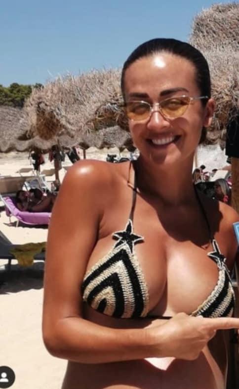 Giorgia Palmas è meravigliosa in bikini col pancione e con la sua famiglia (Foto)
