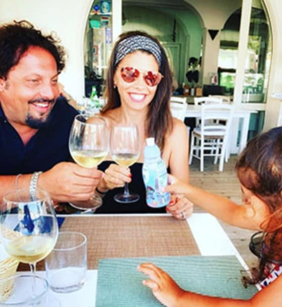 Flora Canto al mare con Enrico Brignano e la figlia sono incantevoli tra risate e bellezza (Foto)
