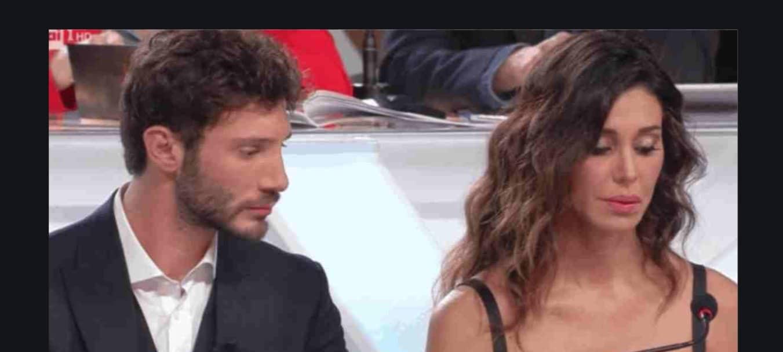 Belen e Stefano incontro in aeroporto ma lei non lo saluta sotto gli occhi di Santiago (Foto)