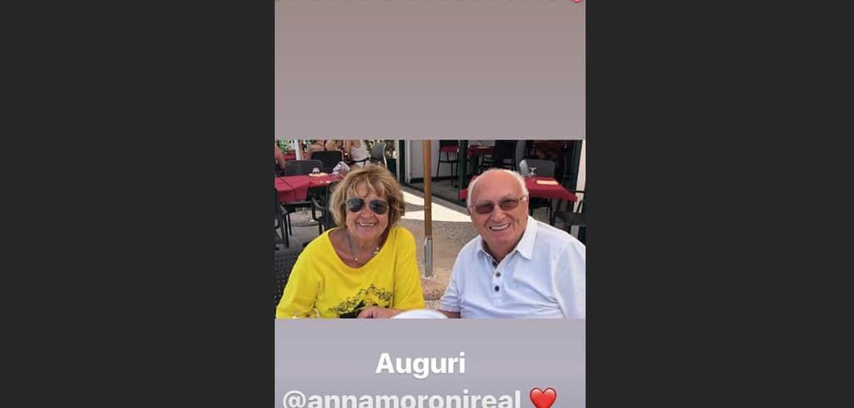 Anna Moroni ad Alghero festeggia l'anniversario di matrimonio con Tonino (Foto)