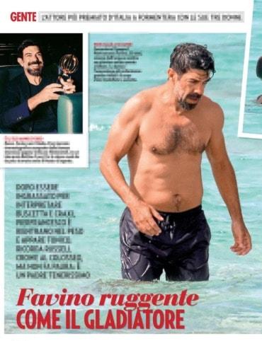 Pierfrancesco Favino in vacanza con moglie e figli è tornato in gran forma e sempre innamorato (Foto)