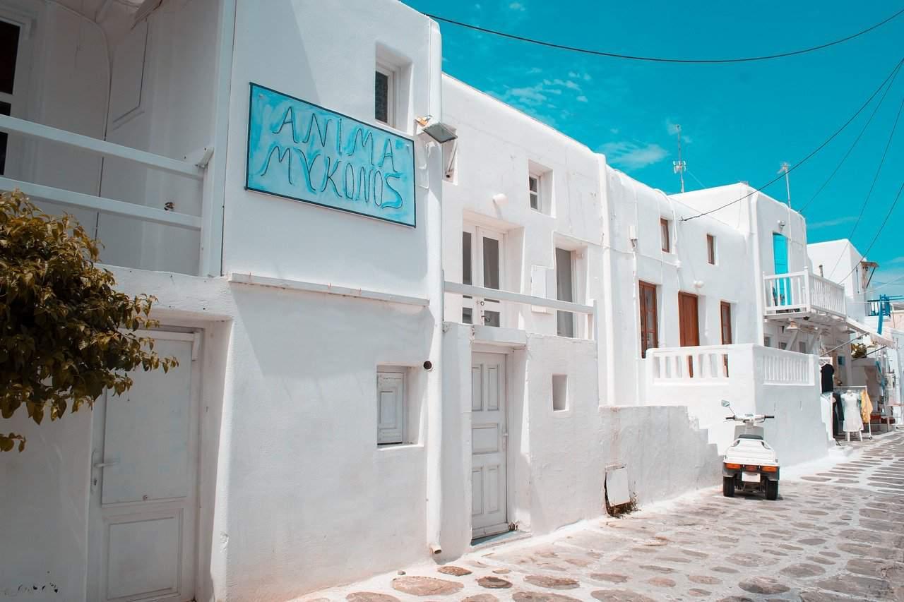 Carlotta in viaggio a Mykonos muore in un incidente stradale: aveva solo 18 anni