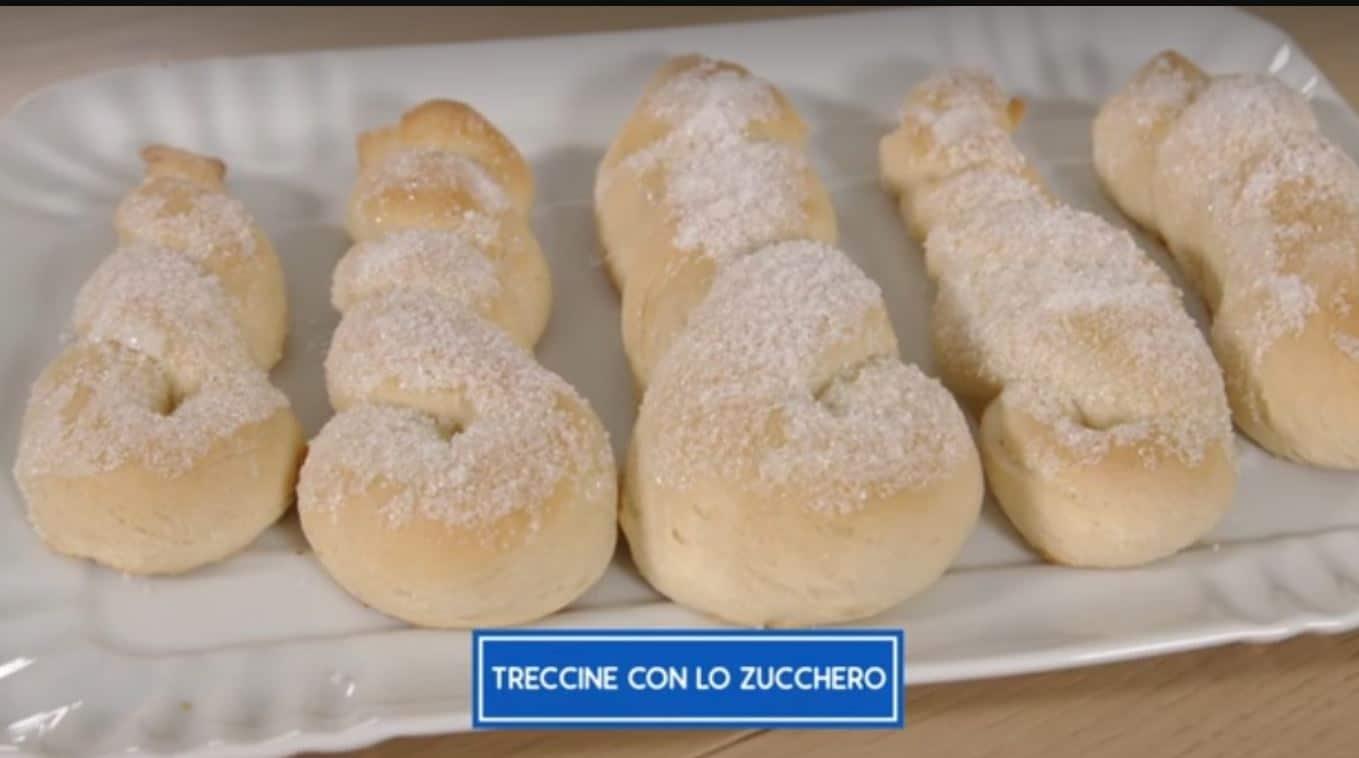 Le treccine con lo zucchero di Giusina in cucina: la ricetta