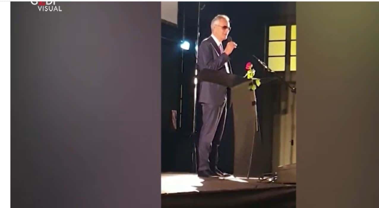 """Andrea Bocelli dopo la bufera: """"Sono stato frainteso, non sono negazionista"""""""