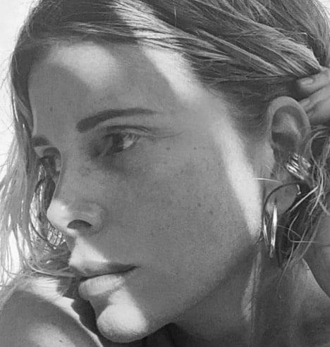Da Antonella Clerici a Caterina Balivo le foto in bianco e nero per la challenge delle donne che supportano le donne