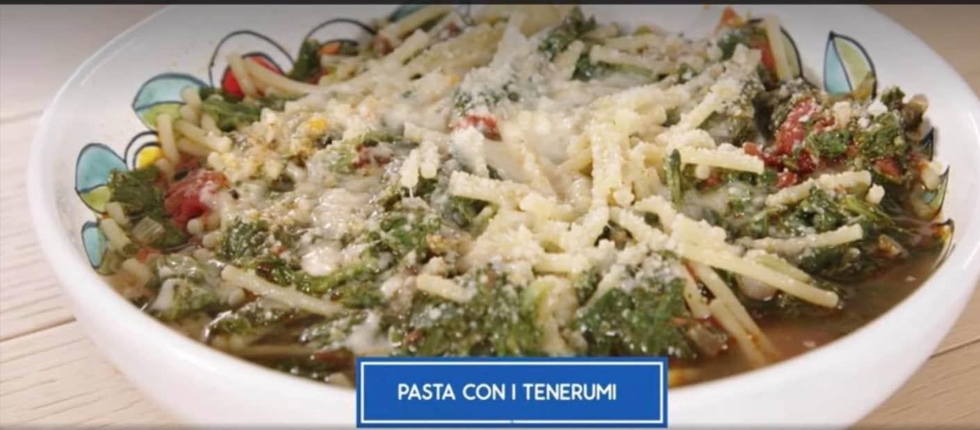 Pasta con i tenerumi di Giusina in cucina, la ricetta palermitana