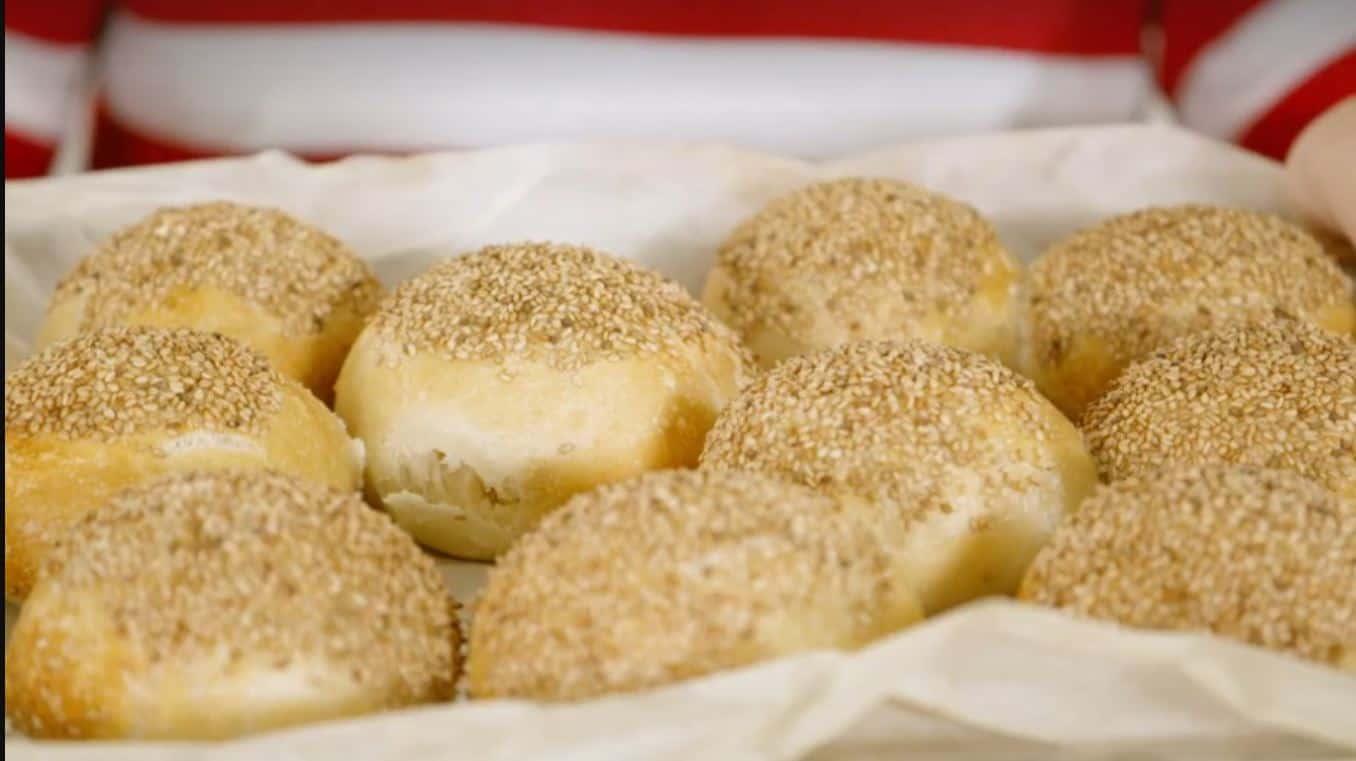 I panini al sesamo di Giusina in cucina: la ricetta