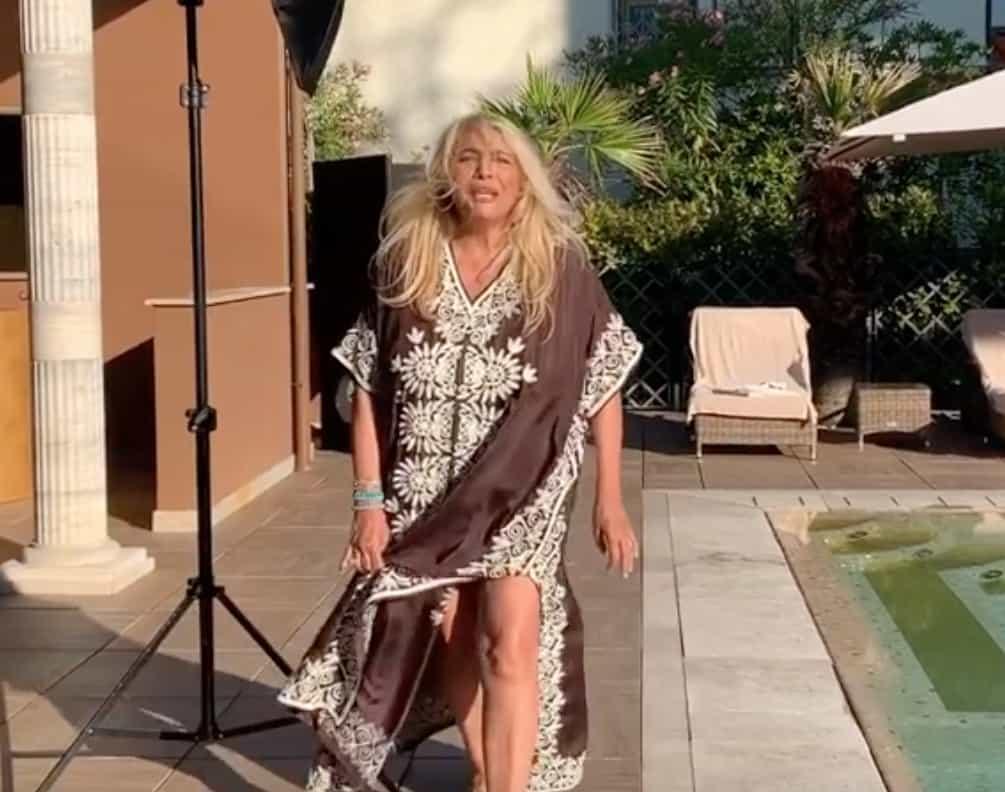 Mara Venier cammina da sola, primi passi ma con dolore (Foto e Video)