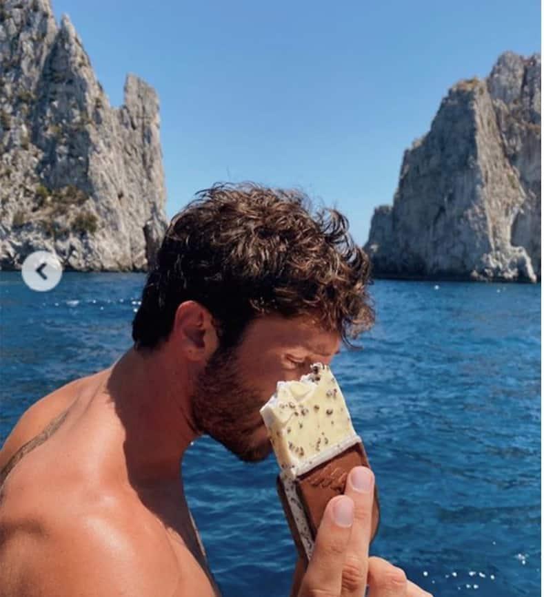 Stefano De Martino racconta il primo appuntamento con la prima fidanzata (Foto)