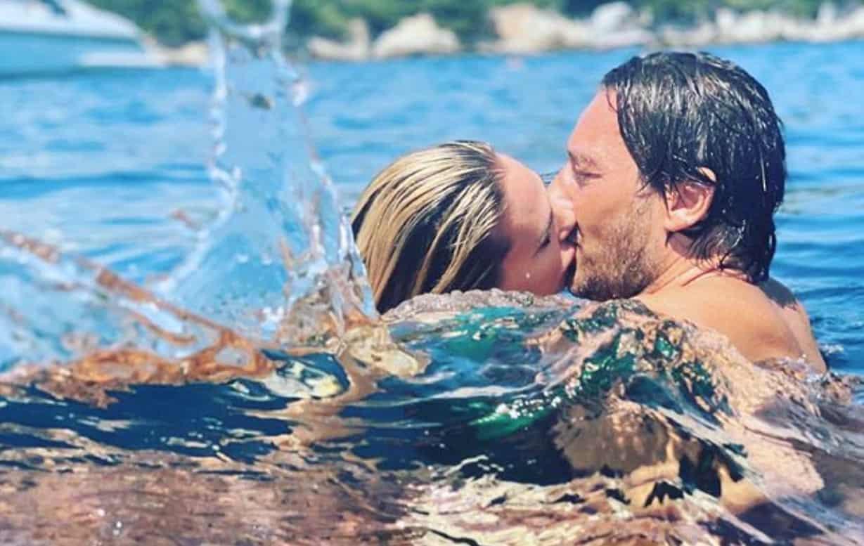 Ilary Blasi e Totti, lei pubblica il bacio e lui rovina il romanticismo (Foto)