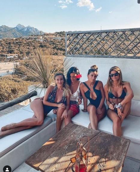 Diletta Leotta in spiaggia con le amiche, la sua vacanza è da single (Foto)