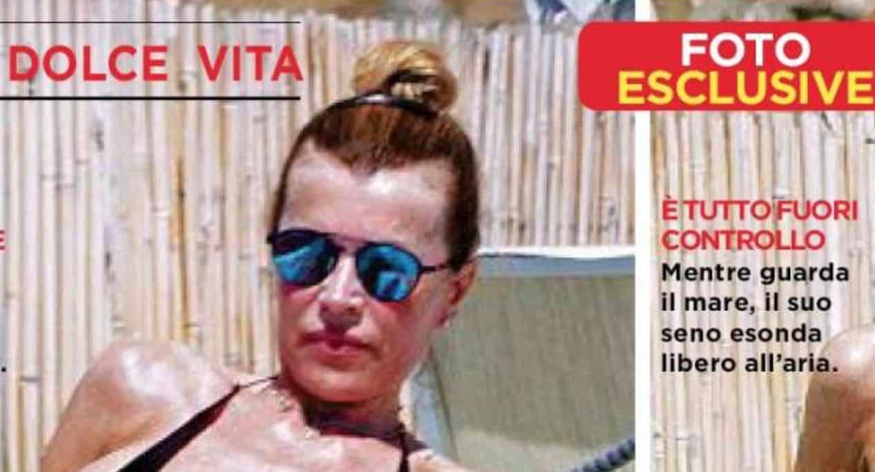 Rita Rusic, è terribile il suo bikini che non copre nulla in spiaggia (Foto)