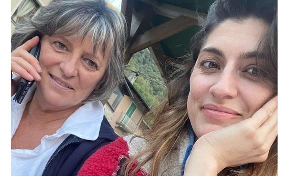 Elisa Isoardi torna a casa dalla mamma e con Zen è un viaggio di sola andata (Foto)