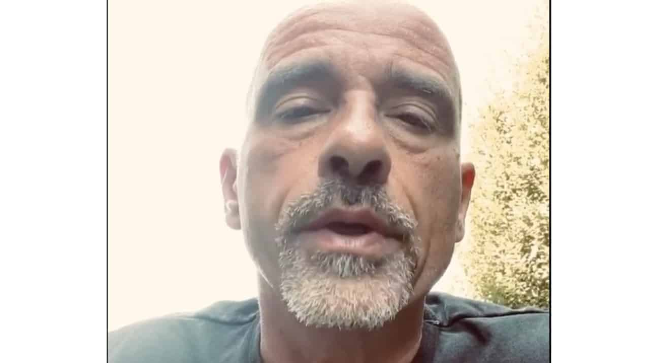 Il messaggio di Eros Ramazzotti ai giovani sulle mascherine e le regole da seguire (Video)