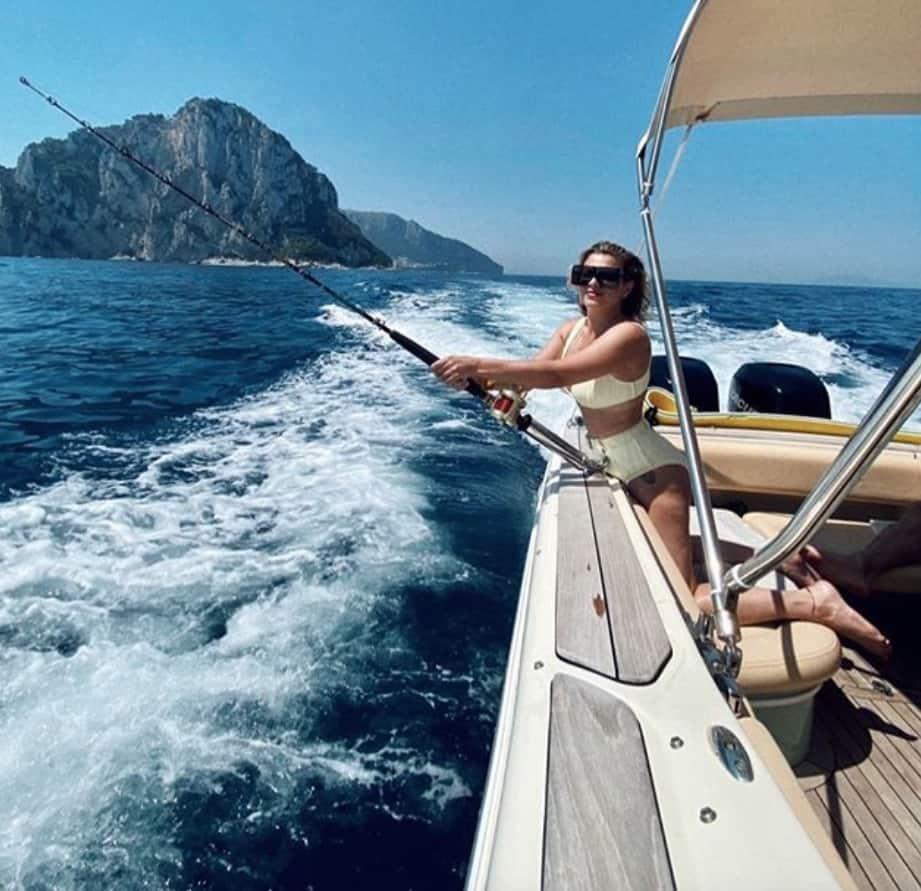 Emma Marrone che chic in barca, poi fa ridere tutti con la nuova foto