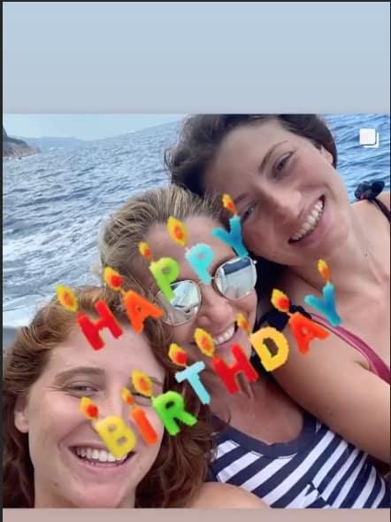 Per Lorella Cuccarini un compleanno con festa a sorpresa organizzata dai figli (Foto)
