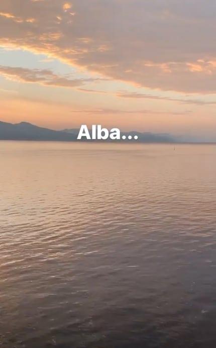 Sveglia all'alba per Antonella Clerici e Vittorio Garrone, trekking e poi arriva la felicità (Foto)