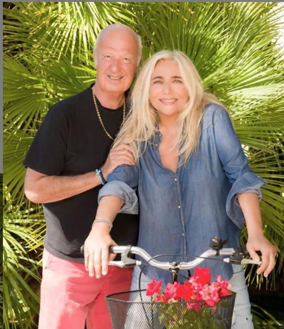 Felicità per Mara Venier che è in vacanza con tutta la famiglia, mai come questa estate (Foto)
