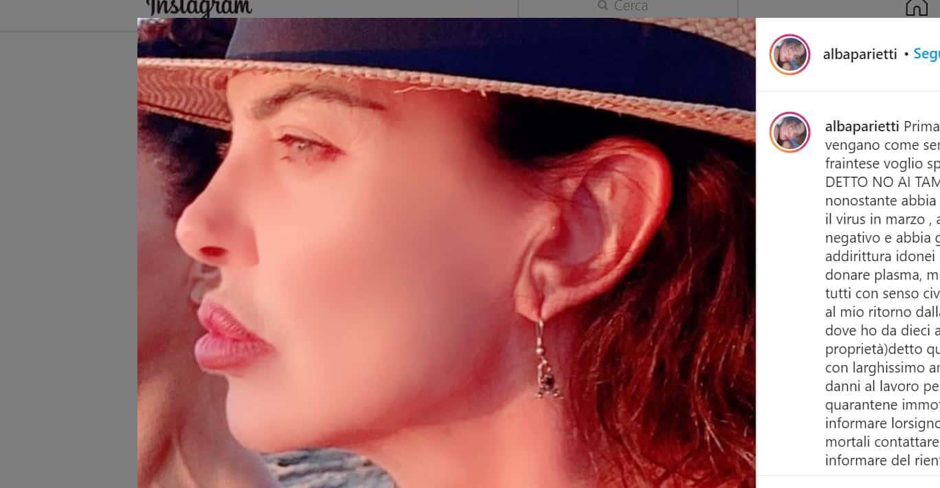 Alba Parietti in vacanza a Ibiza polemica sui tamponi al rientro in Italia costretta a spiegare la sua posizione