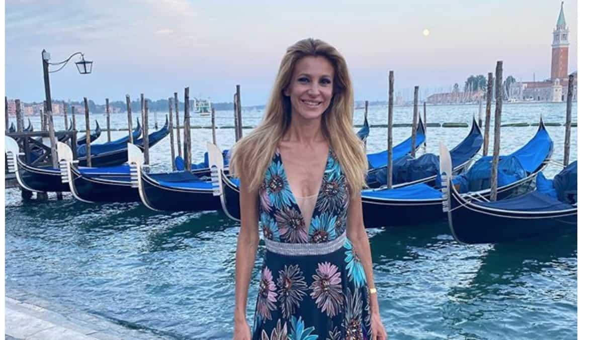 Contro Serena Enardu anche Adriana Volpe: quella svastica è un errore difficile da perdonare (Foto)