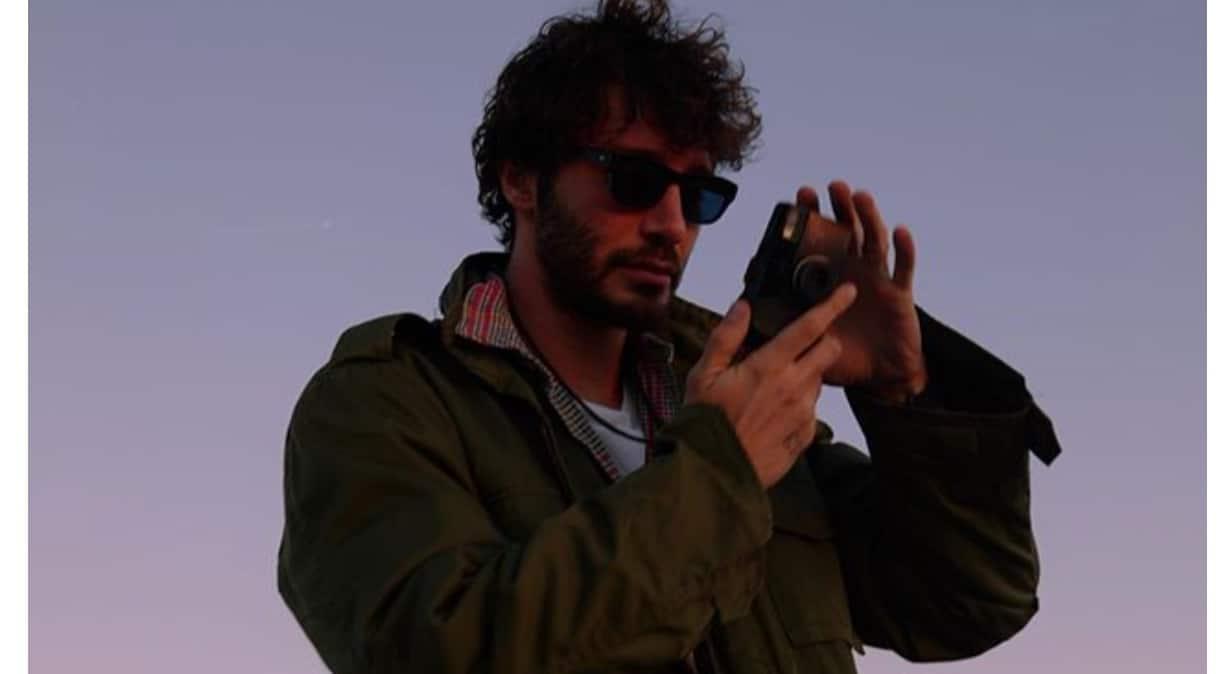 Stefano De Martino mostra le foto del passato e il tatuaggio a cui è legato (Foto)