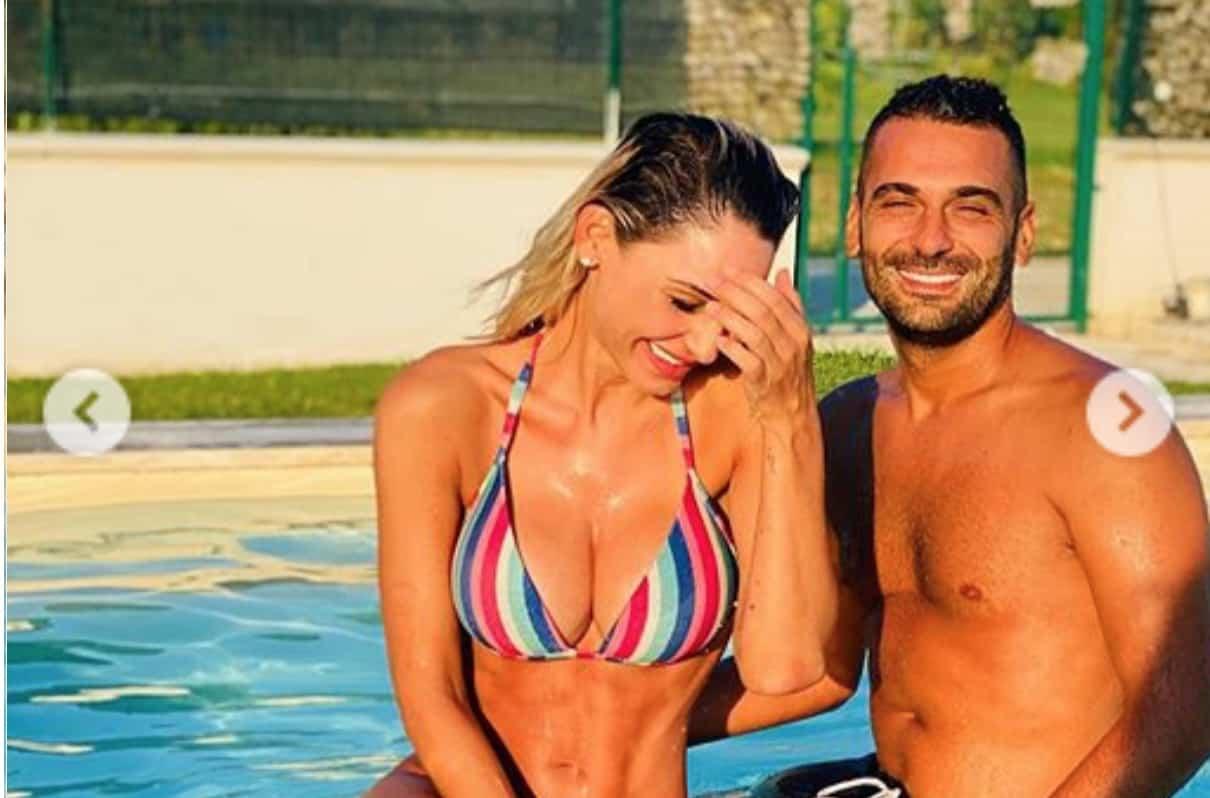 Anna Tatangelo con Giuseppe ritrova sempre il sorriso ma è un'estate difficile (Foto)