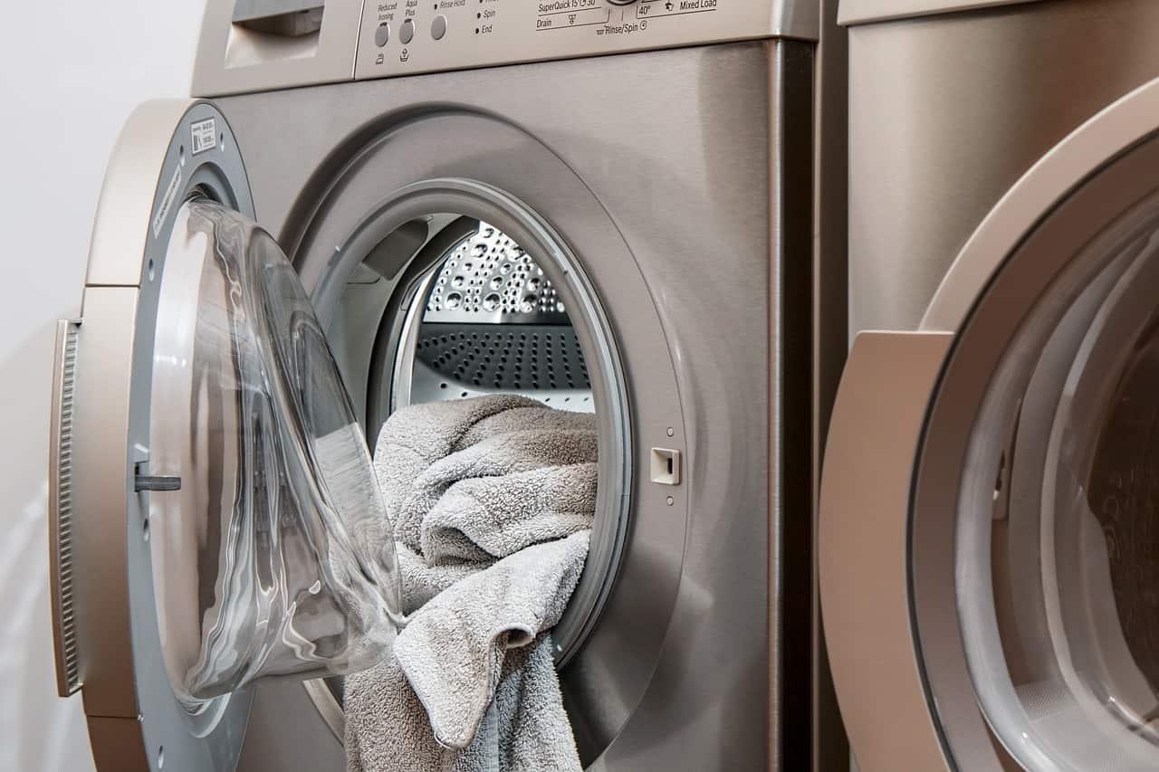 Come pulire e igienizzare l'interno della lavatrice: 4 consigli