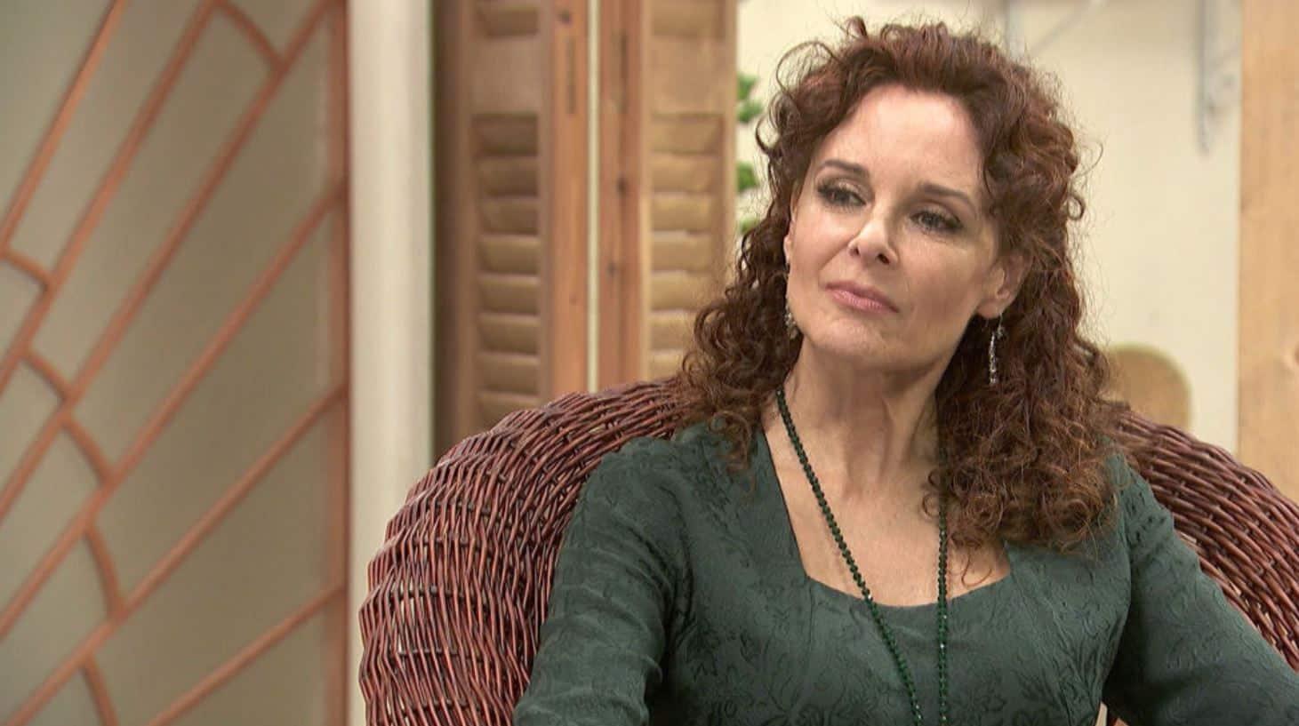 Il segreto anticipazioni: Isabel si prepara a partire, chi è l'uomo misterioso che ha telefonato?