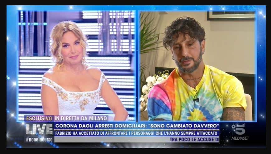 Show di Fabrizio Corona a Live: ci prova con Barbara d'urso, smonta Asia Argento