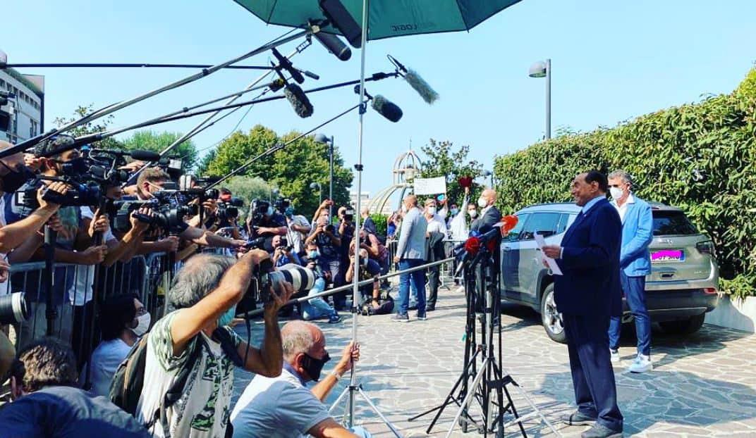 """Silvio Berlusconi dimesso dall'ospedale, sul covid 19 commenta: """"La prova più pericolosa della mia vita"""""""