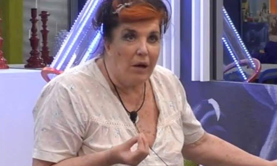 """Patrizia de Blanck vs Flavia Vento: """"Sei pazza fatti curare, i cani stanno bene sei tu che stai male"""""""