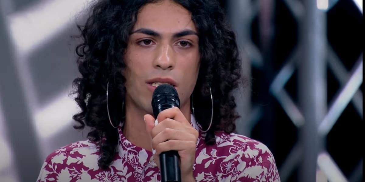 X Factor 2020: Blue Phelix di TikTok canta in orecchini 'South Dakota', Video