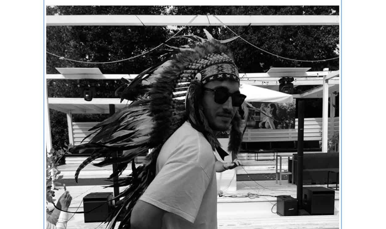 Antonino Spinalbese pubblica la foto del compleanno di Belen e viene  sommerso dalle critiche